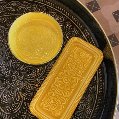 plateau berbere rectangle moutarde cerise noire