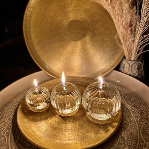 lampe a huile sphere striee cerise noire
