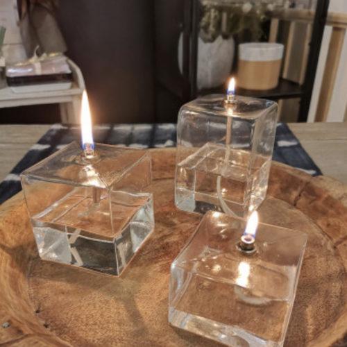 lampe a huile cube cerise noire